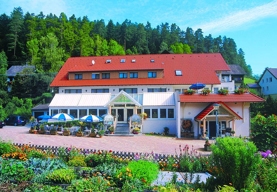 Herzlich willkommen im Hotel am Hirschpark Enzklösterle